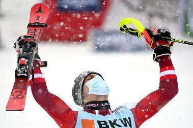 Manuel Feller gana en Flachau y Marta Bassimo en Kranjska Gora