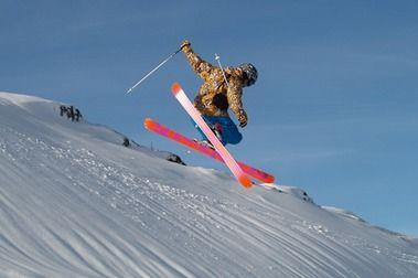 Cómo escoger esquís de freestyle