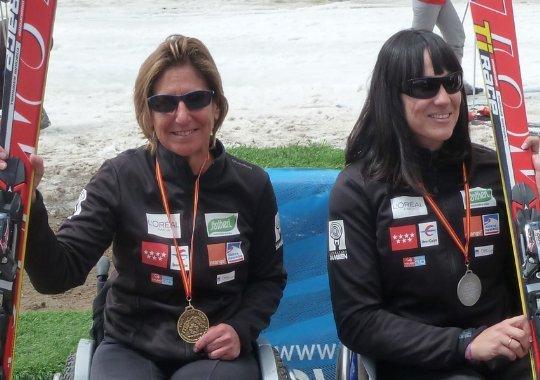 Fotografía de Teresa Silva e Irene Villa en el podio
