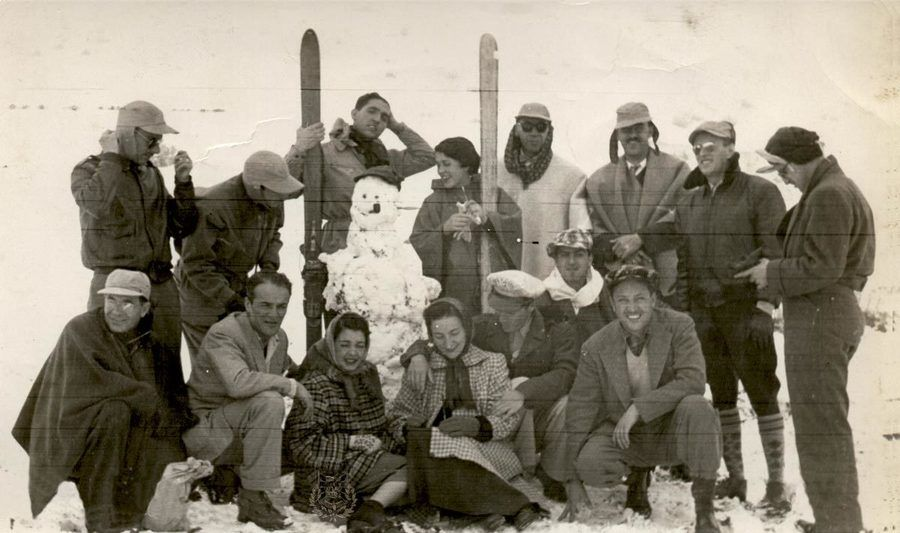 Esquiadores en el Ruíz en 1952. Fuente Centro de Historia de Manizales - La Patria.