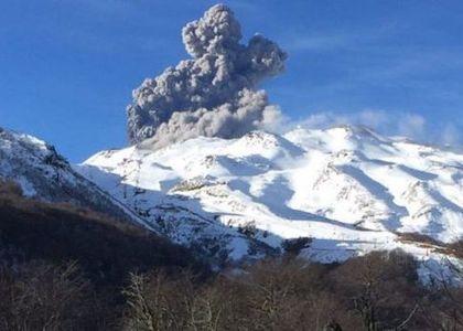 """Geólogo sobre Nevados de Chillán: """"La probabilidades de erupción mayor, son muy bajas"""""""