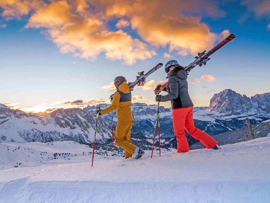 esquiadores en Val Gardena