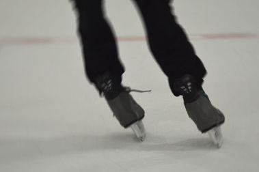 Mejora tu técnica de esquí en... una pista de hielo!