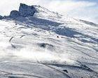 Le roban su snowboard a punta de pistola camino de Sierra Nevada