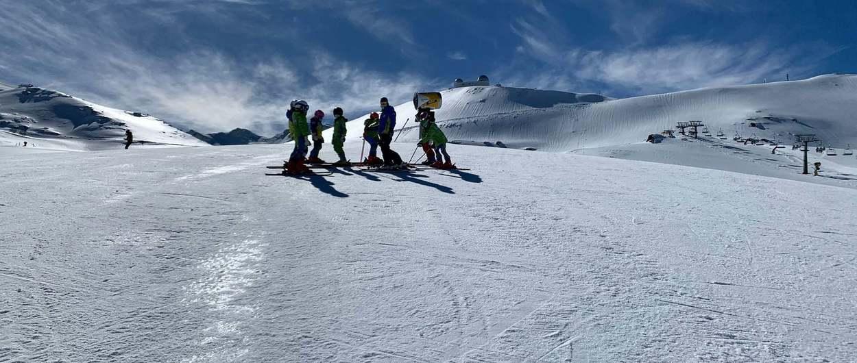 Sierra Nevada recupera su oferta esquiable previa al confinamiento de Monachil