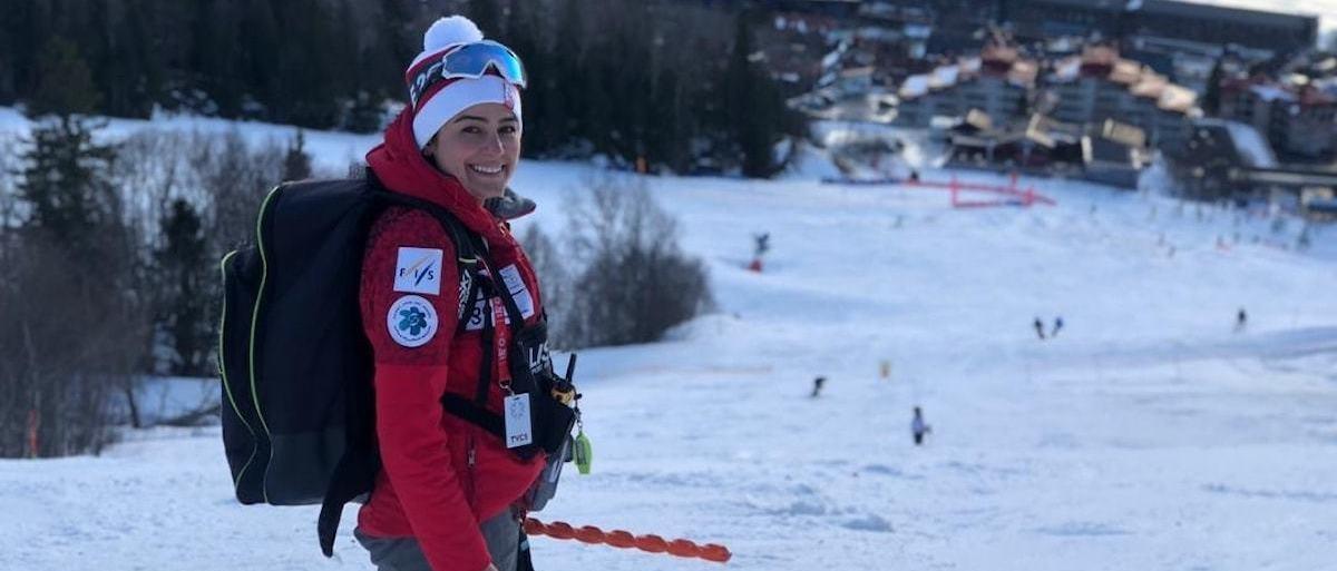 La selección femenina de esquí de Irán se va a Cortina sin entrenadora por el veto del marido