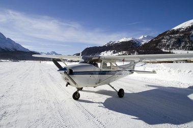 Aterriza en una pista de esquí suiza aprovechando que acabó la temporada