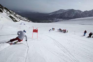 El coronavirus fuerza ajustes a la pretemporada de Copa del Mundo de esquí