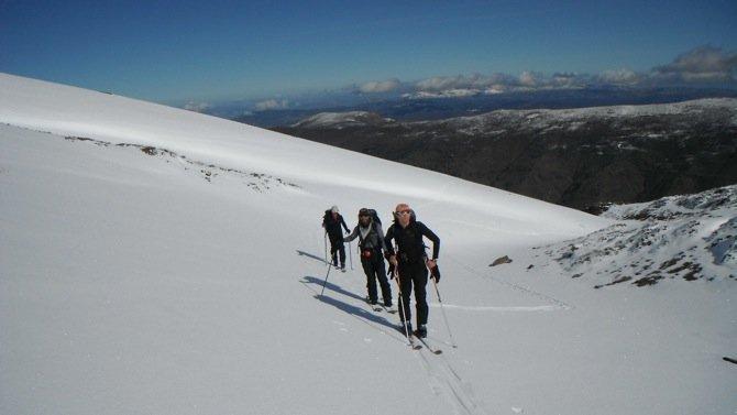 Travesía al Puntal de los Cuartos y esquiada por Lavaderos de la Reina.
