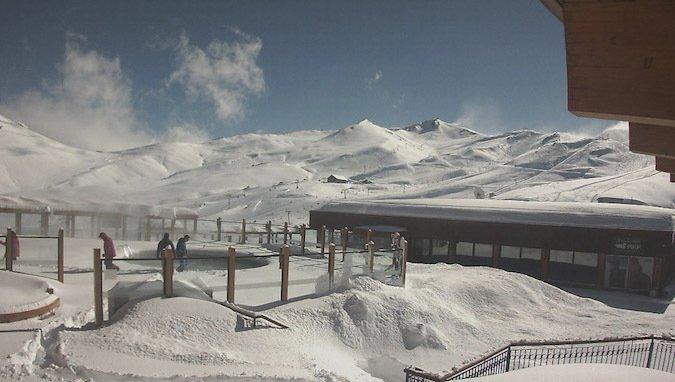 Se acumula más nieve en los centros de ski
