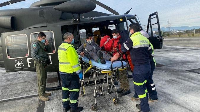 Montañista es rescatado en helicóptero tras sufrir accidente en Volcán Osorno