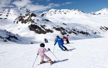 Absueltos tres monitores de esquí de la muerte de una niña en Formigal