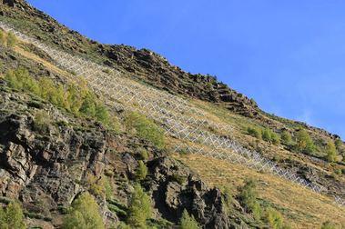 La estación de esquí de Tavascán instala nuevas barreras anti-avalanchas