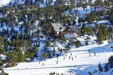 Un esquiador español grave al saltar de un telesilla en La Pierre de St. Martin