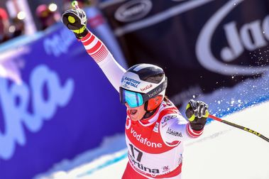 Ramona Siebenhofer vuela sobre Lindsey Vonn en Cortina d'Ampezzo