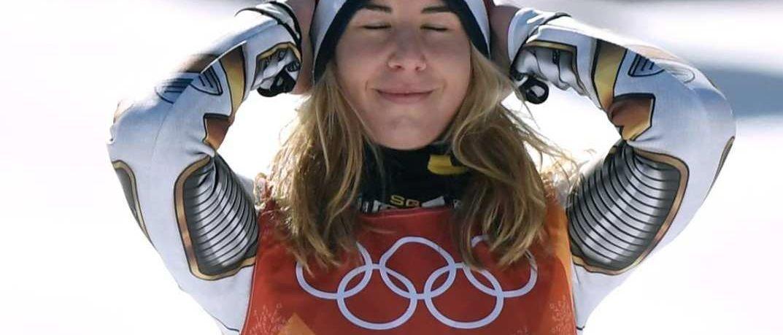 La snowboarder Ester Ledecka gana el oro olímpico del Super-G en esquí