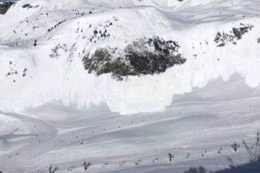 Se desencadena un alud en Baqueira justo al paso de unos esquiadores
