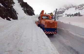 Paredes de más de dos metros de nieve todavía en Ordino Arcalís