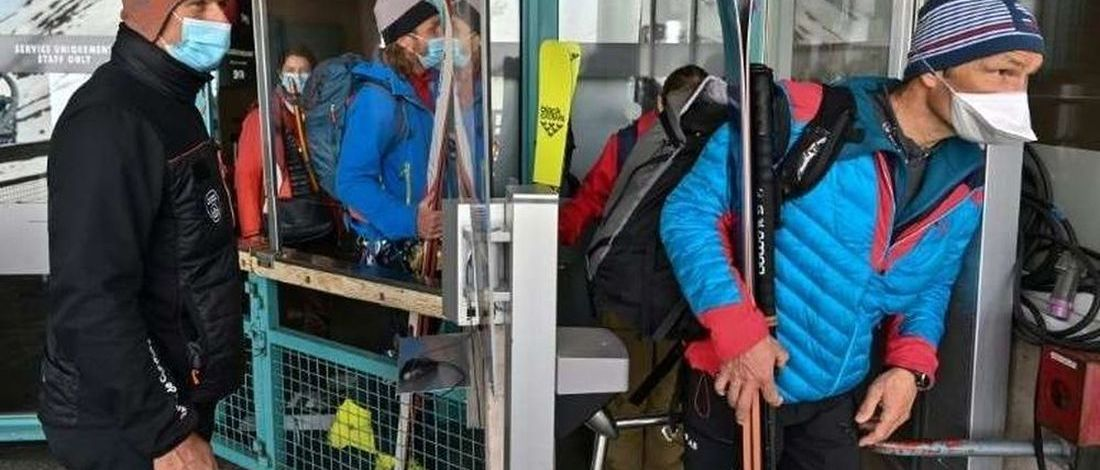 Vuelven los esquiadores al Mont Blanc aunque sin respetar bien las nuevas normas por COVID-19