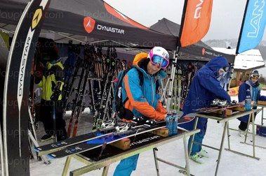 Un curso de skiman para aprender de verdad a reparar tus esquís.