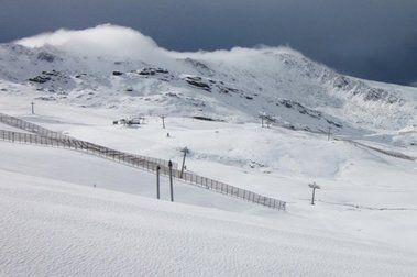 La Sierra se carga de nieve