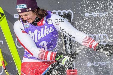 Doblete histórico de  Ramona Siebenhofer en Cortina d'Ampezzo