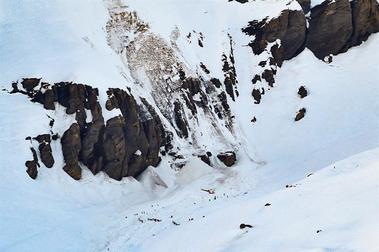 Una avalancha sobre una pista atrapa a una decena de esquiadores en Suiza