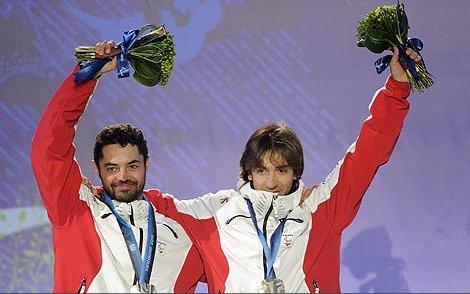 Fotografía de Jon y Miguel en el podio
