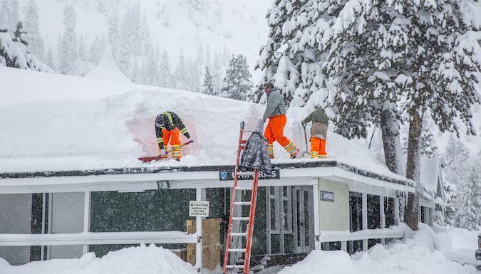 Hay tanta nieve en Squaw Valley que no cerrará en todo el año