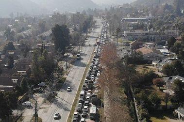 Alta afluencia vehicular hizo colapsar caminos a centros de ski
