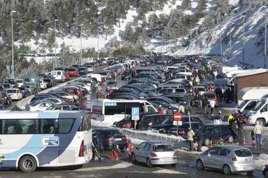 Los aparcamientos de Navacerrada ya son de pago