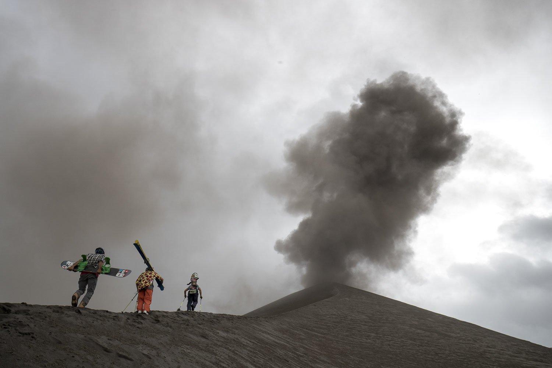 Esquiando un volcán en erupción: Sliding Fire
