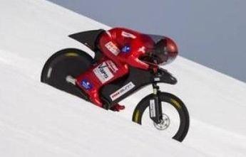 Eric Barone vuelve a batir el récord de velocidad en bicicleta sobre nieve
