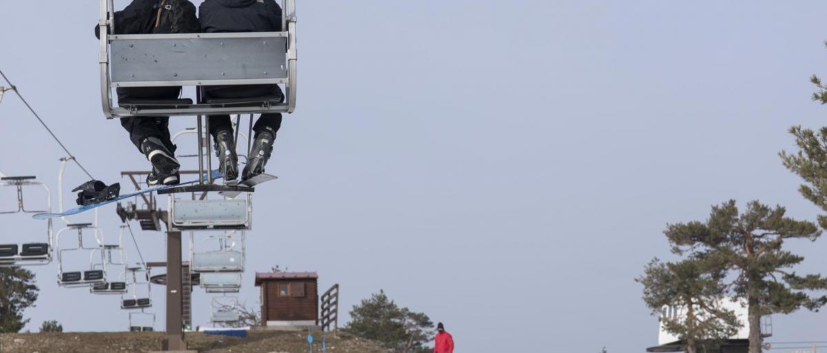 Ayuso pide al Gobierno que no se cierren las tres pistas de esquí de Nevacerrada