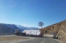 ¿Hay que transportar nieve en camiones y helicópteros?