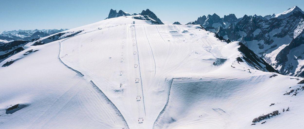 Los esquiadores de Les 2 Alpes ya suben a los remontes sin distanciamiento social