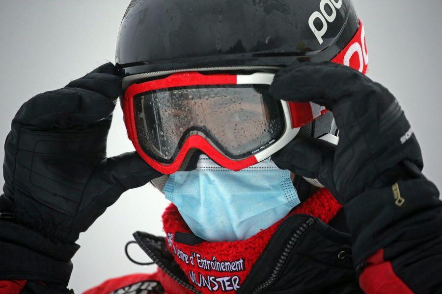 Mascarilla en esquiador
