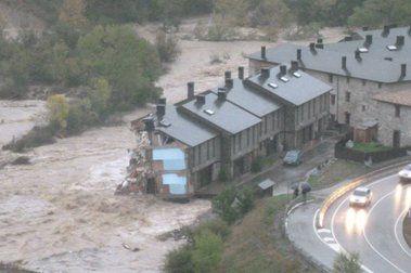 La furia del agua: El río Aragón arrasa su valle y Castiello de Jaca