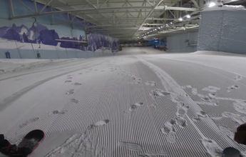 Se quedan a dormir dentro de una pista de esquí cubierta
