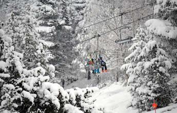 Las estaciones de esquí catalanas llenan su aforo tras el levantamiento comarcal