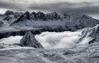Un esquiador fallece por un alud provocado por dos Gendarmes