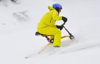 El más rápido del mundo yendo en snowbike... al revés!