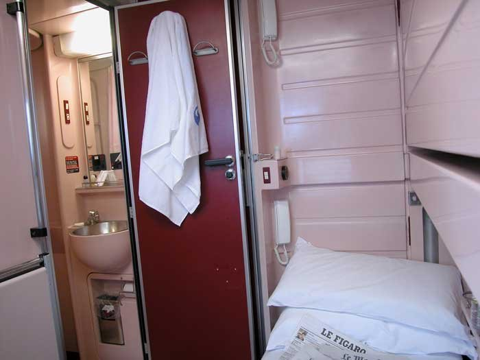 Overnight train from granda to barcelona train travel for Barcelona paris tren hotel