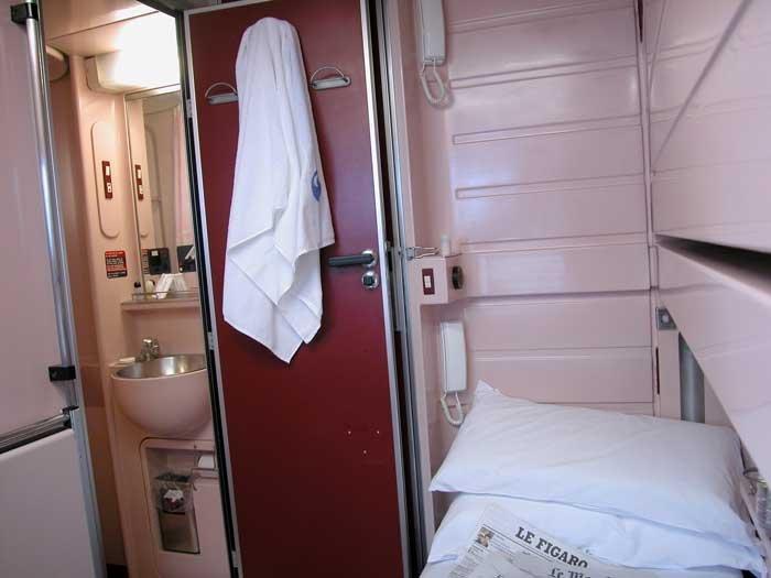 Interior d'una cabina Gran Clase per dues persones
