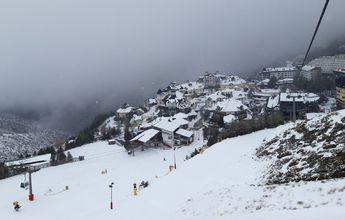 Sierra Nevada inaugura su temporada con 13 kilómetros de esquí