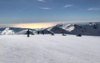 Sierra Nevada acumula ya 2 metros de nieve y prepara 100 km de pistas