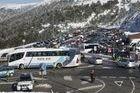 Denuncian la suciedad del aparcamiento de Navacerrada