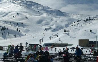 Aramon despide Febrero con sol y buena nieve
