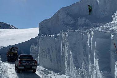 Fonna se abre camino hasta sus pistas de esquí y remontes para intentar abrir