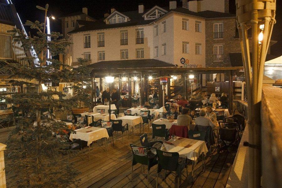 Pradollano por la noche restaurantes